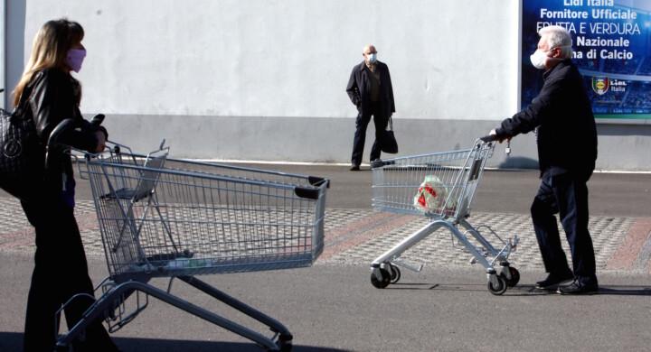I consumi ripartiranno, ma senza restrizioni. La previsione di Confindustria