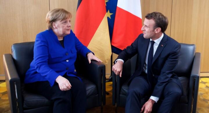 Macron e Merkel a braccetto sulla Difesa (europea). Ma l'asse traballa