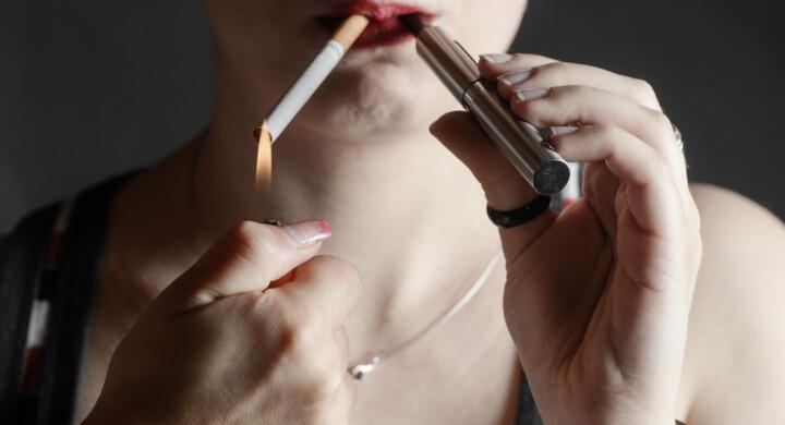 Se il virus manda in fumo il fumo (tradizionale). Ecco i numeri Iss