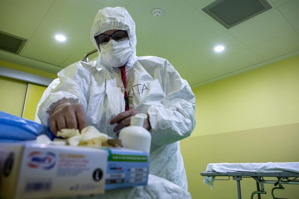 Il coronavirus ha perso la sua virulenza. Parola del prof. Clementi (San Raffaele)