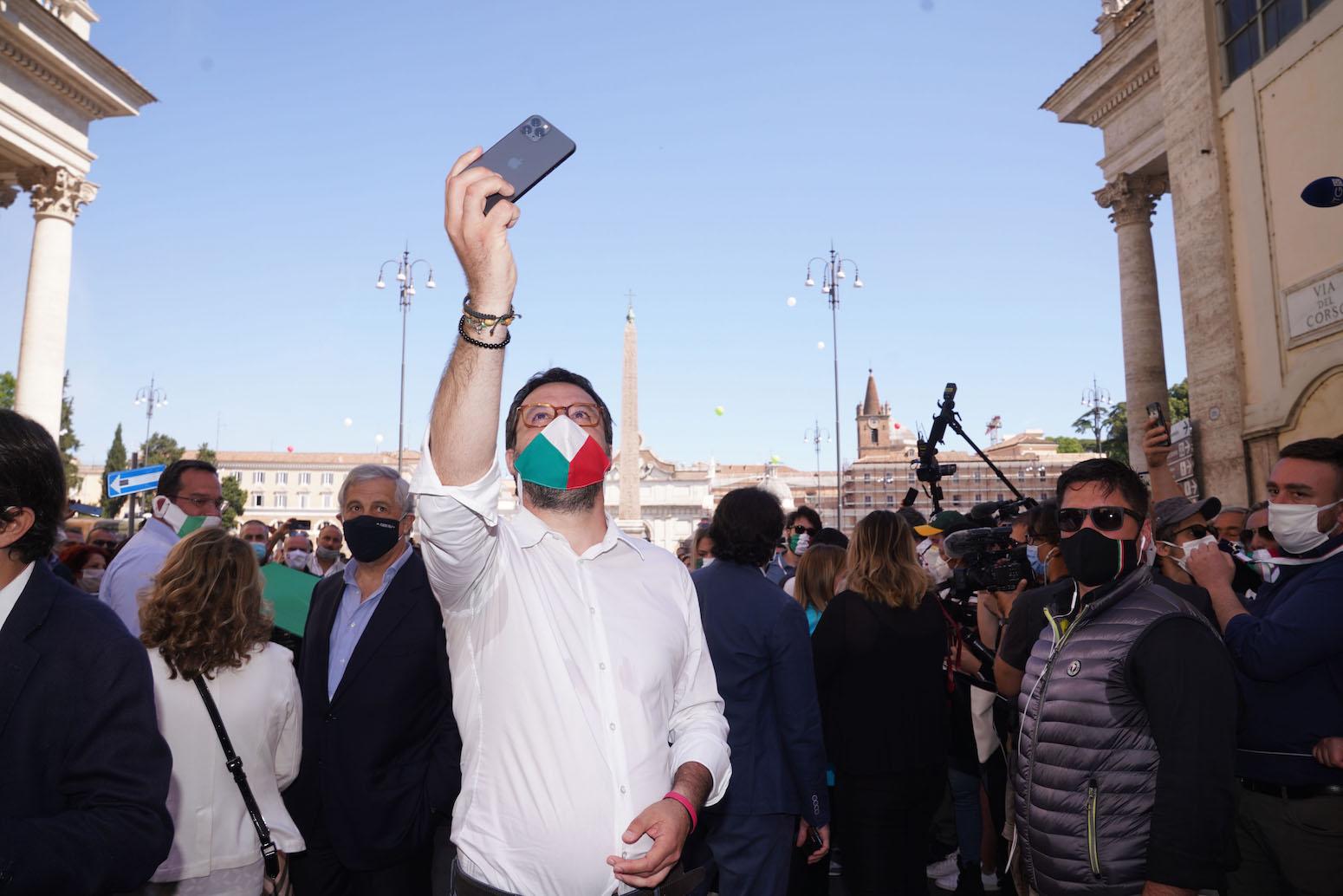 La piazza di Salvini e Meloni non aiuta la destra. Pasquino spiega perché
