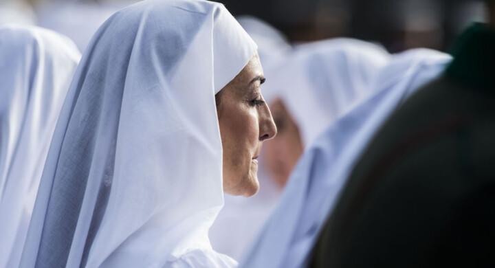 Potere e vita religiosa femminile. La riflessione di Civiltà Cattolica