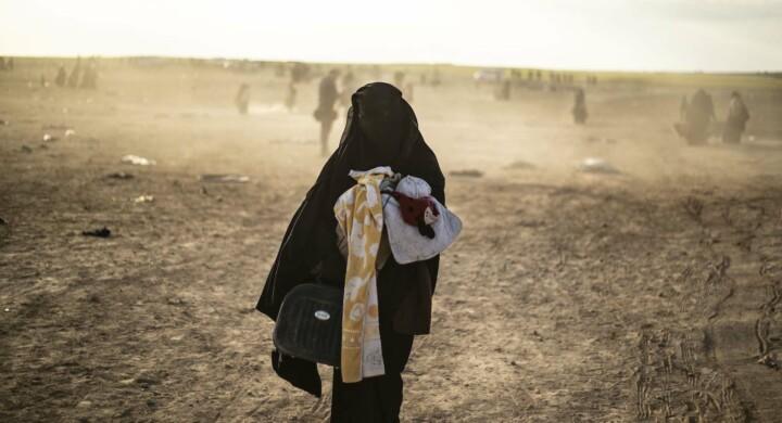 La protesta delle donne europee partite per unirsi all'Isis e ora recluse in Siria