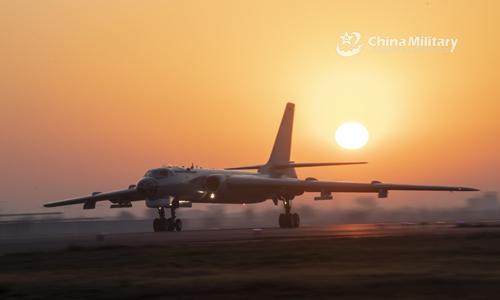 Pechino mostra i nuovi super-bombardieri sul Mar Cinese