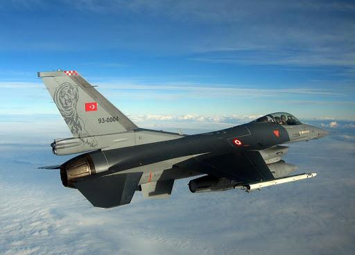S'infiamma il Caucaso. La guerra per il Nagorno Karabakh arriva nei cieli (con i caccia turchi)