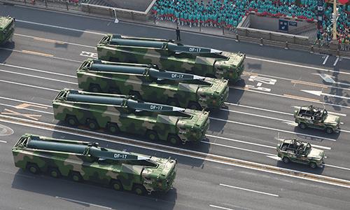 La Cina mostra i missili (anche russi) a Taiwan