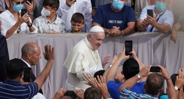 Papa Francesco e il ciclone diplomatico del pontificato della fratellanza