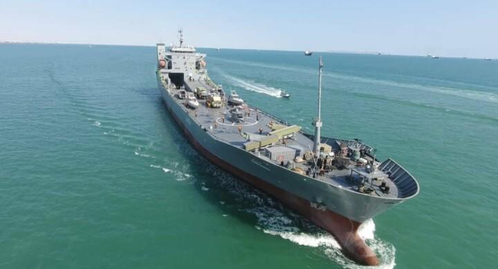 Chi ha trasformato il traghetto italiano in nave da guerra? Qualche indizio
