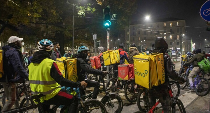 Servono regole per tutelare i rider, senza paralizzare l'economia digitale