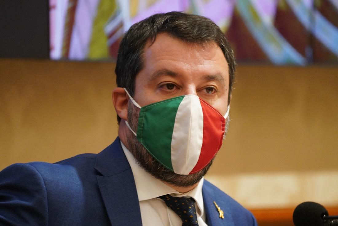 Da Trump al tricolore, Salvini cambia mascherina. Le foto - Formiche.net