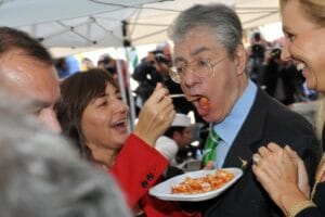Umberto Bossi compie 80 anni. Gli auguri fotografici di Pizzi