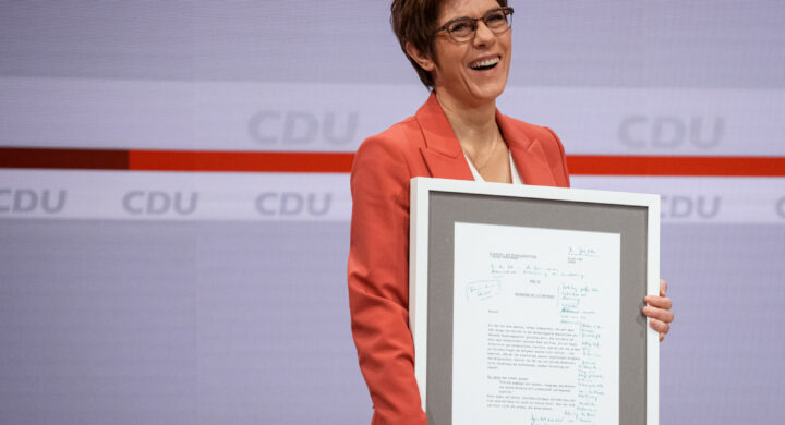 Lo show del bavarese Söder al primo giorno di congresso Cdu, tra Merkel e AKK