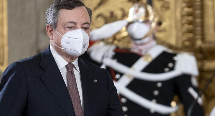 Nasce il governo Draghi e i giornali si posizionano. Molti pro e qualche contro