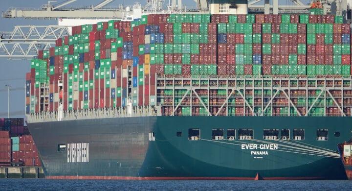 Quattro macroregioni e uno snodo commerciale, il Mediterraneo. Anche per la Cina