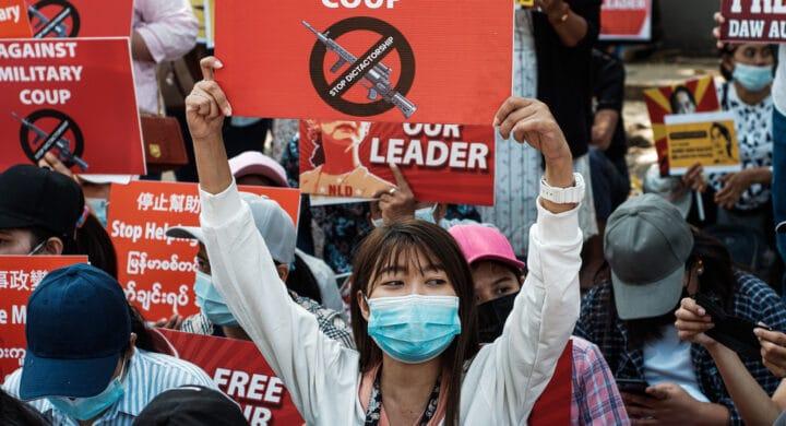 Myanmar, l'ossessione del regime per il controllo della rete