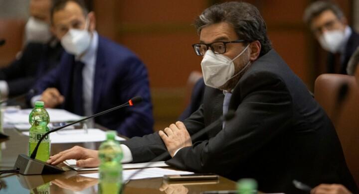 Vaccino made in Italy, cosa hanno detto all'incontro fra Giorgetti e Farmindustria