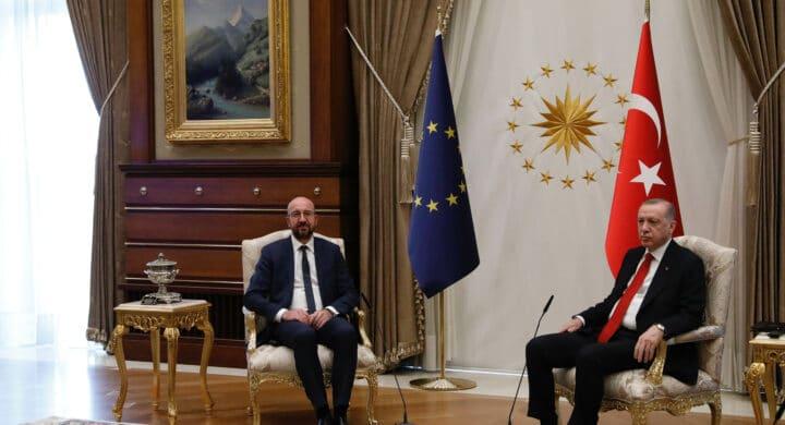 Una poltrona (solo) per due. La Turchia e le colpe europee secondo Antonia Arslan
