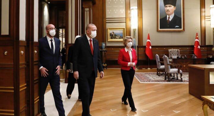 Solidarietà a von der Leyen e barriere contro Erdogan