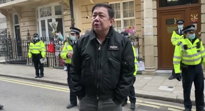 Ambasciatori umiliati, influencer arrestati. Ai militari birmani scappa il freno