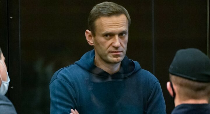 Per Navalny meglio la tubercolosi dei maltrattamenti. Tensioni al Cremlino