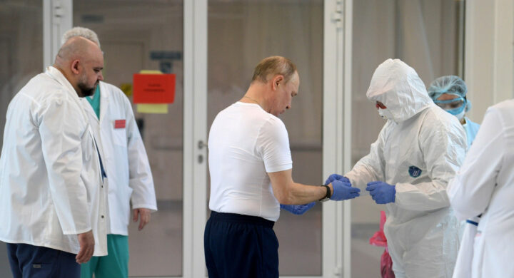 Putin in isolamento. Sputnik V e le elezioni alla prova del Covid