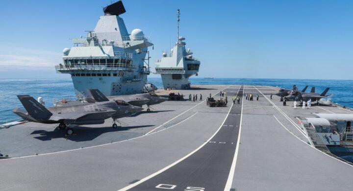 Viaggio a bordo della HMS Queen Elizabeth, la più grande portaerei d'Europa