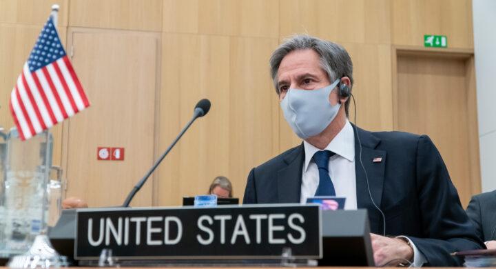 Blinken arriva in Europa. Preparativi per l'incontro Biden-Francesco?