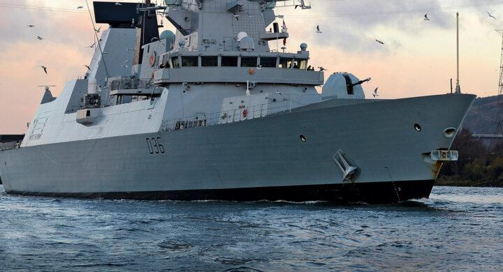 Bombe russe contro nave britannica? Ecco cosa è successo nel Mar Nero