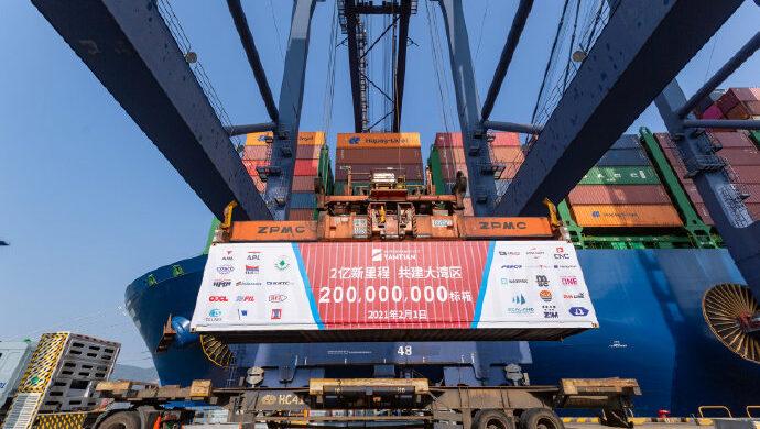 Il commercio mondiale torna in crisi. Porti cinesi colpiti dal Covid