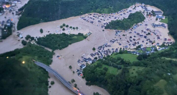 Le alluvioni travolgono anche la campagna elettorale tedesca