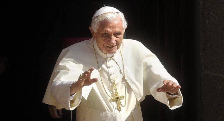 Ratzinger torna a parlare e punta il dito contro lo spirito mondano della Chiesa