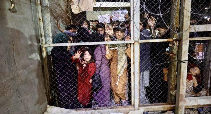 Il Tricolore e la bambina, quegli ultimi scatti da Kabul