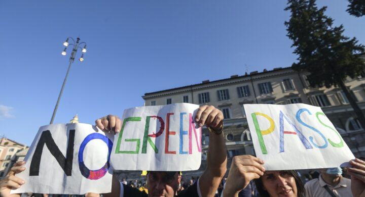 """Il popolo """"no green pass"""" e i rischi delle proteste. Si muove il Copasir"""