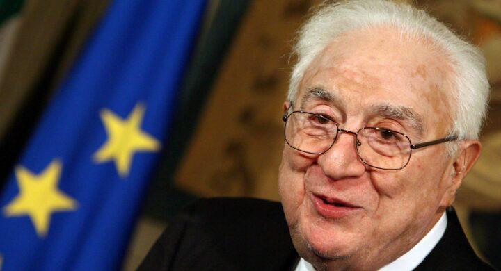 Quella certa idea dell'Italia di Cossiga: tutelare l'interesse nazionale