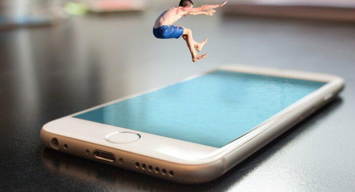 Apple si sostituisce alle istituzioni nella tutela dei minori. I rischi secondo Andrea Monti