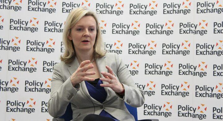 Rimpasto rosa. Chi è Liz Truss, nuovo ministro degli Esteri britannico
