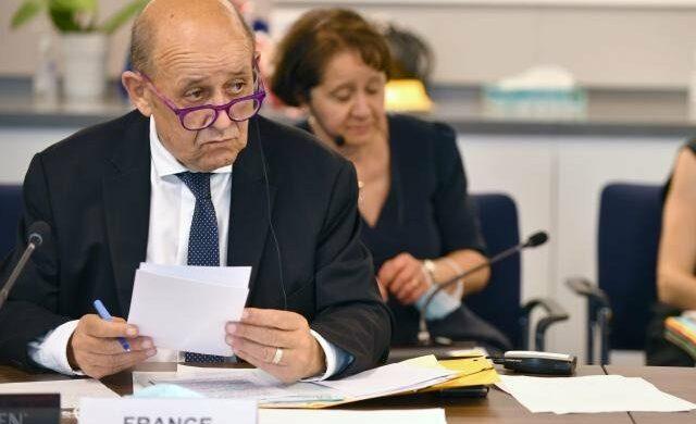 Perché la Francia vuole ospitare una conferenza internazionale sulla Libia?