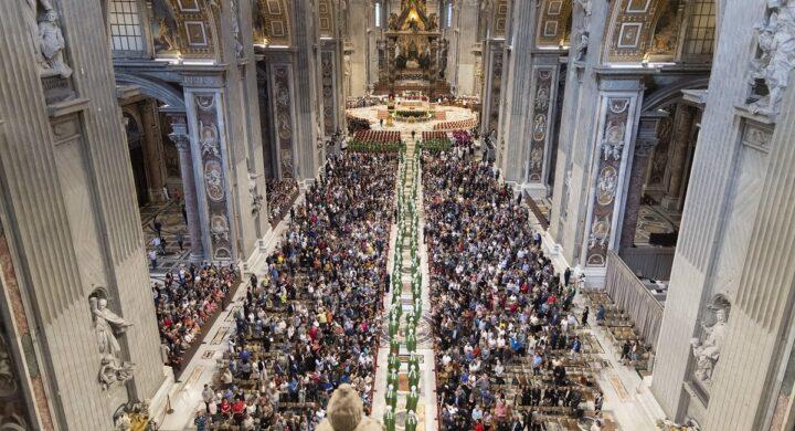 La Chiesa, con il sinodo, dice addio al clericalismo