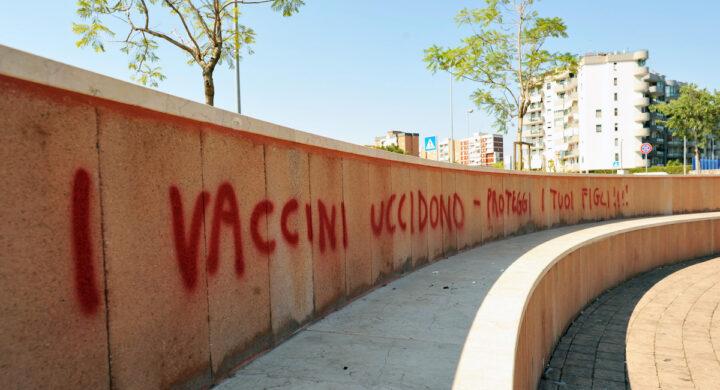 No vax armati e il rischio per l'ordine pubblico. Cosa nasconde il blitz della Polizia