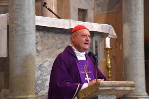Ravasi celebra la messa in ricordo di Romiti. Foto di Pizzi