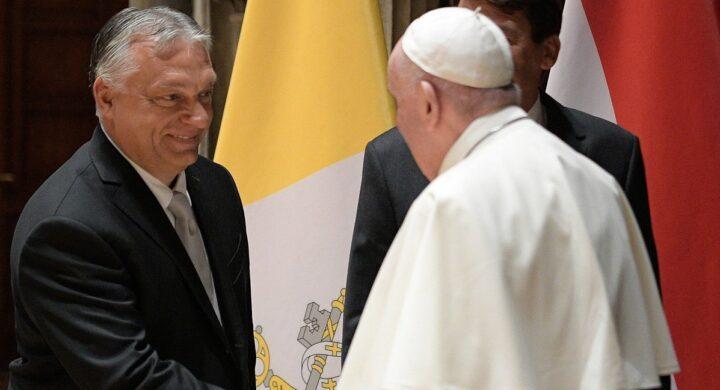 Il papa incontra Orban, ma il suo vero messaggio è nell'Angelus