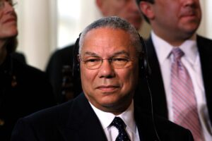 Chi era Colin Powell, il segretario di Stato Usa morto di Covid. Le foto