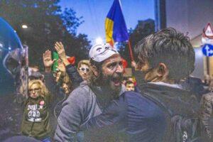 Protesta contro il green pass a Milano. Le foto